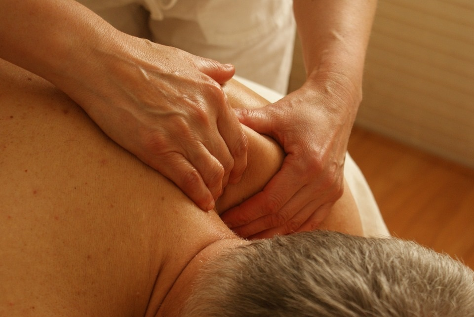 massaggio collo massage fisioterapia rachide cervicale govoni